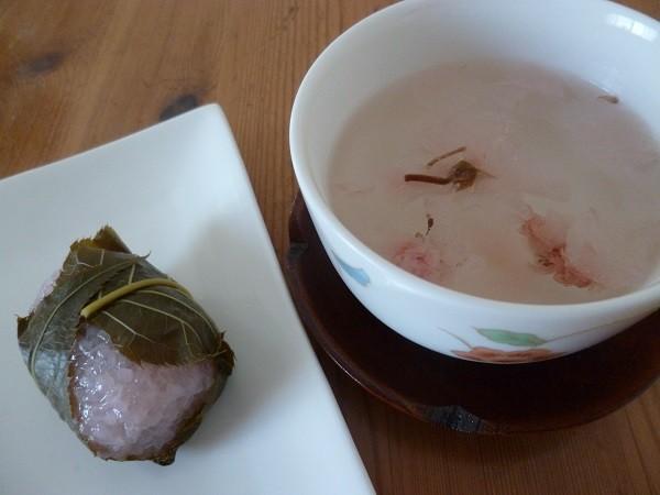 桜餅と桜茶