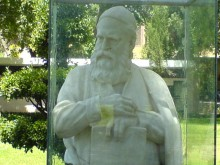 the statue of Omar Khayyam(Omar Khayyam)